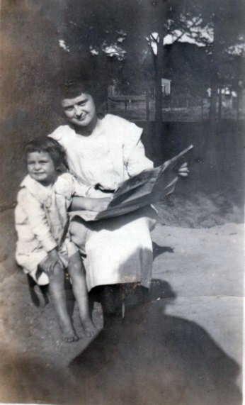 Demaris Keen and big sister, Willie Nelle Keen