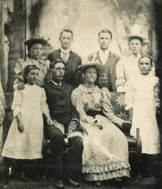 Amos Daniel Humphries with 2nd wife, <br>Emma McConnell Huie c. 1893, <br>with Huie and Humphries children