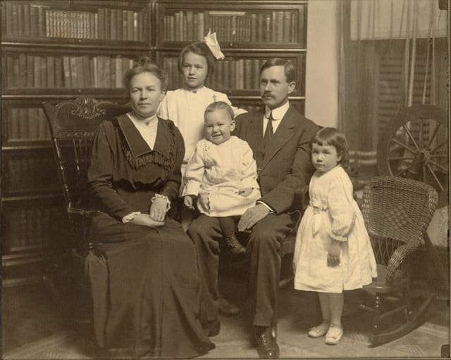 John David Humphries, Sr., with wife, <br>Lillie Marvin Jones, and children <br>Annis Jones Humphries, Josephine Grace Humphries, <br>and John David Humphries, Jr.