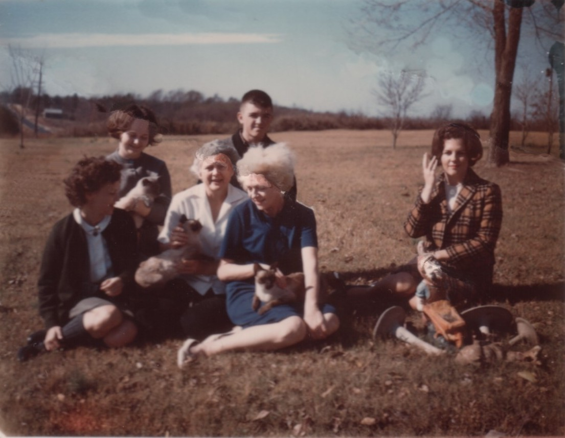 Mother with Iris, Kirby, Jimmy, Annis, Demaris, and cats at the farm