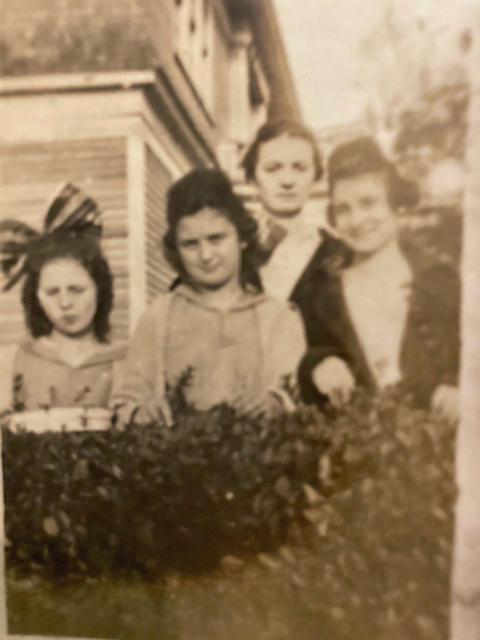 Ruth, WIllie Nell, Mother Nellie, <br>and Evie Dell Keen