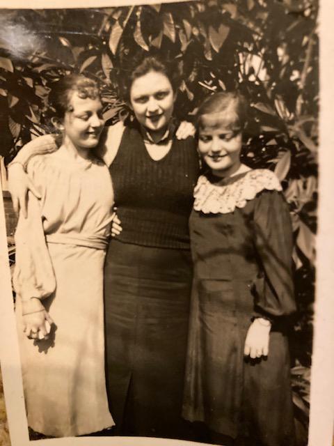 left Mary Nelle right Evie Jean Rachels <br>center Iris Keen