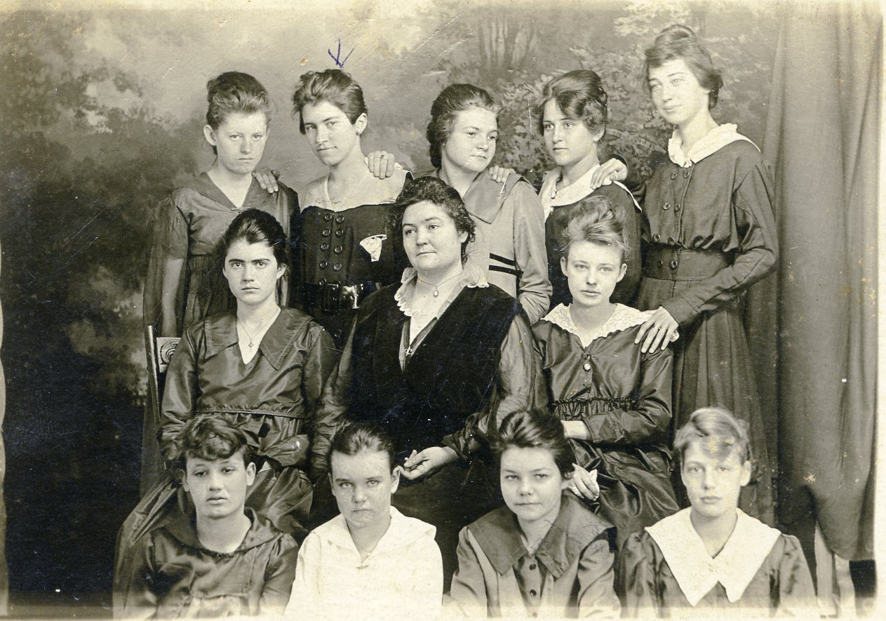 top, L to r: Velma January, Anna Belle Brewer, Lucile Thorn, Totsie Penn, Cortis Harris, Clyde McCoy, Mrs. Hay, Fay January, Pearl Wilkins, Marie Dennison, Topsy Thorn, Thelma Moran
