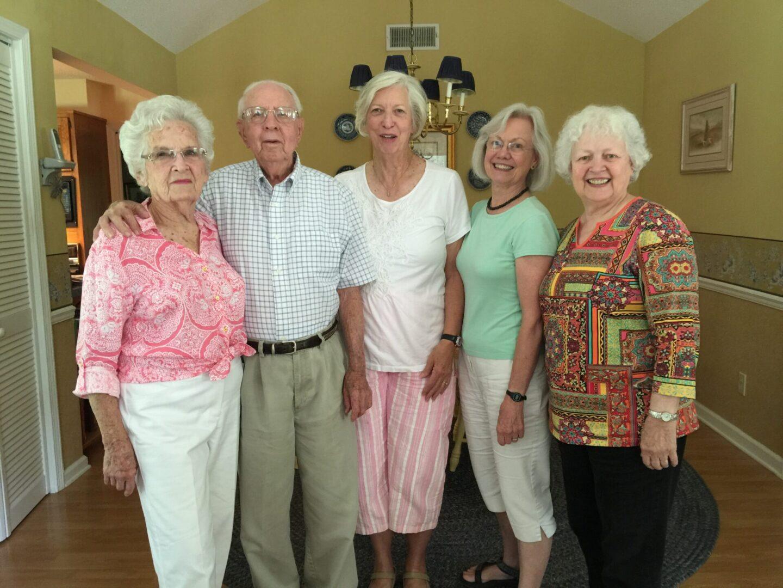 Elizabeth and Pope Hood, Linda Evans, Lillie Nesbit, and Demaris Miller