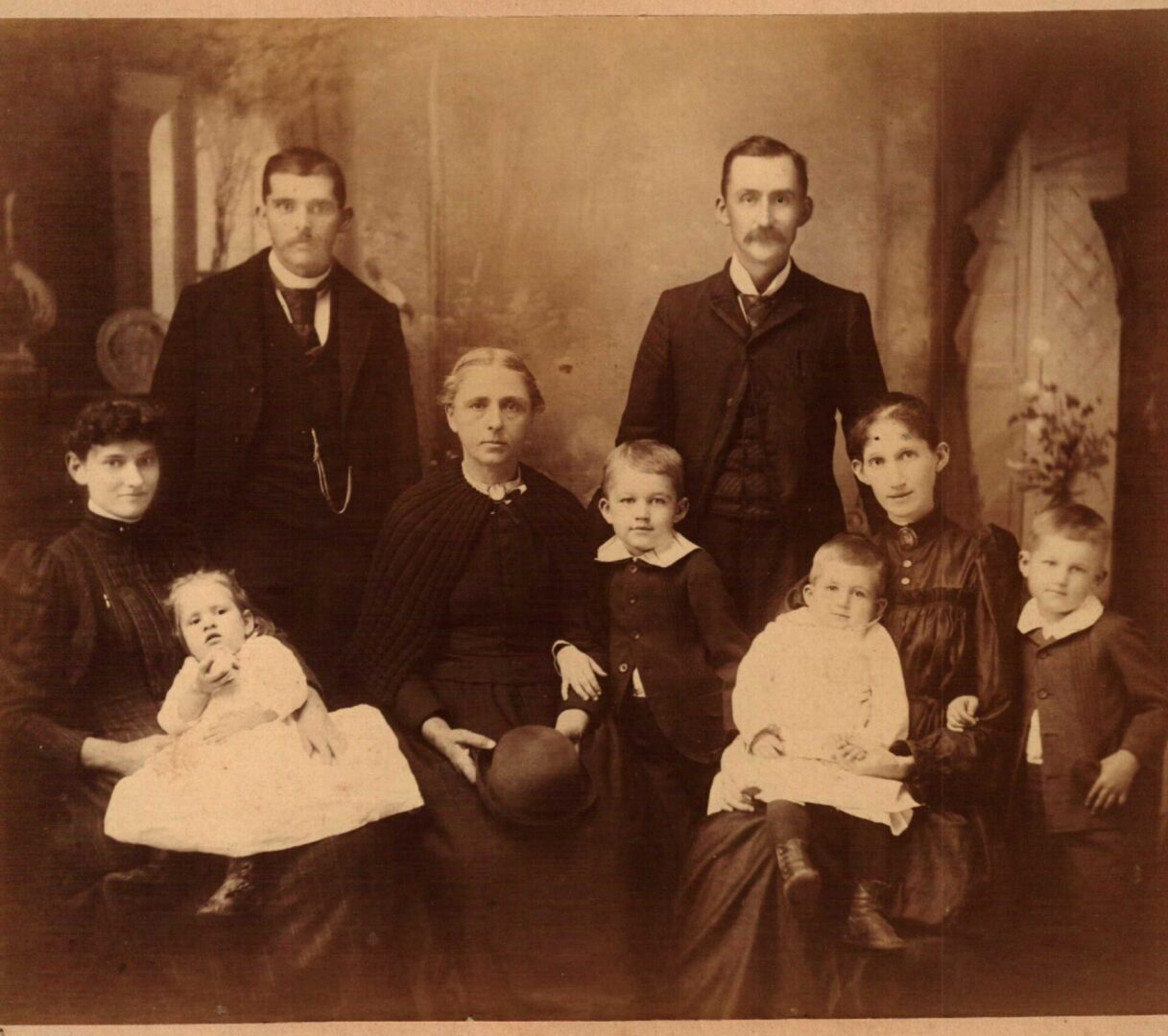 Sarah Delilah O'Kelley with sons, Thomas Dean and Thompson Lochrane, their wives, and the first four grandchildren